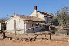历史矿工村庄在采矿镇Andamooka,澳大利亚 免版税图库摄影