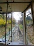 历史缆索铁路对Petrin小山建立了1891 一个著名旅游地方在布拉格,捷克 免版税库存图片