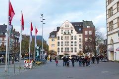 历史老城市Altstadt区街道视图在杜塞尔多夫,德国 库存照片