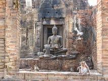 历史菩萨雕象在Phra普朗山姆Yod 免版税库存图片