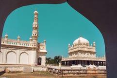 历史蒂普苏丹Gumbaz老石尖塔在斯赫里朗格阿帕特塔纳,印度 18世纪回教陵墓 图库摄影