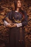 历史衣服的斯堪的纳维亚妇女 免版税库存图片