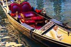 历史长平底船在威尼斯,意大利 免版税库存照片