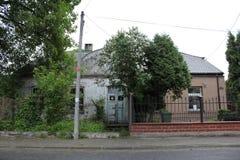 历史集会当前时间 波兰,华沙, Wlochy, Milanowska街道 是修造在IIWW前 库存图片