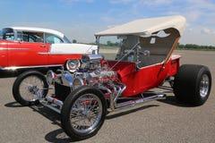 历史1925年福特显示的旧车改装的高速马力汽车在布鲁克林每年春天车展的古色古香的汽车协会 免版税库存照片