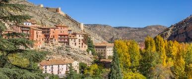 历史Albarracin全景在秋季期间的 图库摄影