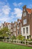 历史Begijnhof的老房子在阿姆斯特丹 库存图片