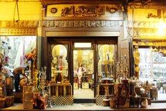 历史Moez街道的商店在埃及 库存图片