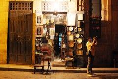 历史Moez街道的商店在埃及 库存照片