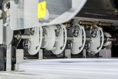 压入的设备一个现代印刷厂 库存图片