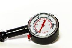 压力表测量仪的特写镜头测量的轮胎pressu的 免版税库存图片
