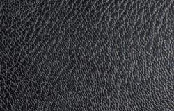 压印的黑皮革水平地被排列的不规则形状和静脉纹理和形状  皮革纹理 免版税库存照片
