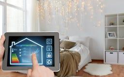 压片有聪明的家庭设置的个人计算机在屏幕上 图库摄影