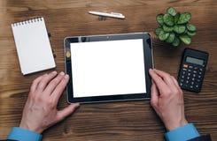 压片有黑屏的计算机在商人手上 企业想法概念 免版税库存照片