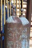 压缩的工业气体的高压圆筒 库存照片