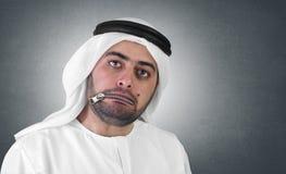 压缩的阿拉伯生意人概念嘴 免版税库存图片
