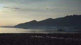巴厘岛印度尼西亚,海滩和海岸山海的Panarama在上升太阳期间 股票视频