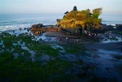 巴厘岛地标Tanah在日落的全部寺庙 可视巴厘岛美丽的印度尼西亚海岛kuta人连续形状日落的城镇 库存照片