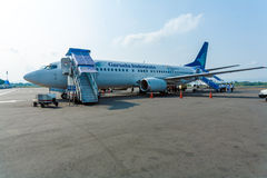 巴厘岛机场,印度尼西亚- 2008年8月28日:鹰报co飞机  库存照片