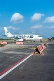巴厘岛机场,印度尼西亚- 2008年8月28日:巴达维亚a飞机  免版税库存照片