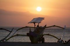巴厘岛渔船剪影 免版税库存照片