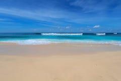 巴厘岛蓝色海滩 图库摄影