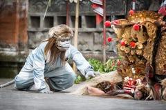巴厘岛,印度尼西亚, 12月, 24,2014 :Barong舞蹈展示,传统 图库摄影