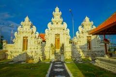 巴厘岛,印度尼西亚- 2017年3月11日:一个Indu寺庙的入口在Ubud,在巴厘岛海岛,位于印度尼西亚 免版税图库摄影