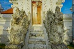 巴厘岛,印度尼西亚- 2017年3月11日:一个Indu寺庙的入口在Ubud,在巴厘岛海岛,位于印度尼西亚 免版税库存照片