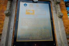 巴厘岛,印度尼西亚- 2017年3月08日:位于Mengwi的Mengwi帝国皇家寺庙的情报标志在巴厘岛 免版税库存照片