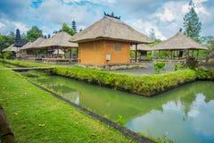 巴厘岛,印度尼西亚- 2017年3月08日:位于Mengwi的Mengwi帝国皇家寺庙,是著名地方的Badung摄政 免版税库存照片