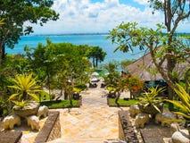 巴厘岛,印度尼西亚- 2014年4月14日:大门的看法四个季节依靠在Jimbaran海湾 免版税库存照片