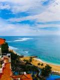 巴厘岛,印度尼西亚- 2008年12月30日:海洋和努沙Dua盛大日光旅馆海滩  图库摄影