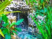 巴厘岛,印度尼西亚- 2012年4月13日:温泉水池看法在Tjampuhan旅馆 库存图片