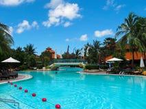巴厘岛,印度尼西亚- 2008年12月25日:游泳池和公园在Ayodya依靠 库存图片