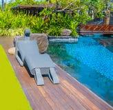 巴厘岛,印度尼西亚- 2014年4月14日:游泳池看法在圣里吉斯手段的 免版税图库摄影