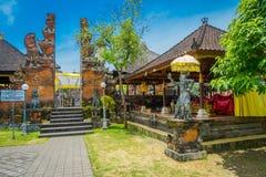巴厘岛,印度尼西亚- 2017年3月05日:Pura Ulun Danu Bratan寺庙门在巴厘岛,印度尼西亚的 免版税库存照片
