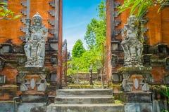巴厘岛,印度尼西亚- 2017年3月05日:Pura Ulun Danu Bratan是在巴厘岛,印度尼西亚的一个主要Shivaite和水寺庙 库存图片