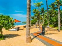巴厘岛,印度尼西亚- 2014年4月14日:thr海滩看法在圣里吉斯手段的 免版税库存照片