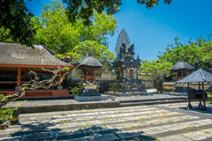 巴厘岛,印度尼西亚- 2017年3月11日:Uluwatu寺庙,在巴厘岛,印度尼西亚,在一美好的天 免版税库存照片