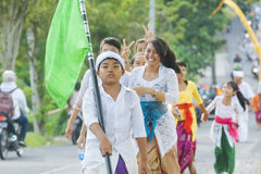 巴厘岛,印度尼西亚- 3月30 :参与巴厘语的村民  免版税图库摄影