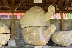 巴厘岛,印度尼西亚- 19 01 2017年:古老草龟石棺, coul 图库摄影