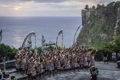 巴厘岛巴厘语舞蹈kecak寺庙uluwatu 免版税库存图片