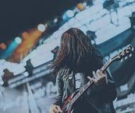 从巴厘岛rollfast的吉他弹奏者 库存照片