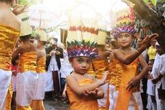 巴厘语儿童跳舞 库存照片