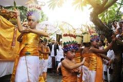 巴厘语儿童跳舞 免版税库存图片