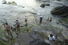 巴厘语印度献身者祈祷在日落 库存图片