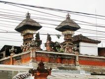 巴厘语寺庙和导线 库存图片