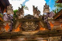 巴厘语寺庙的装饰的片段 巴厘岛 Ubud 库存图片