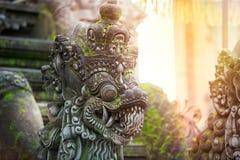 巴厘语石雕塑艺术和文化 库存照片